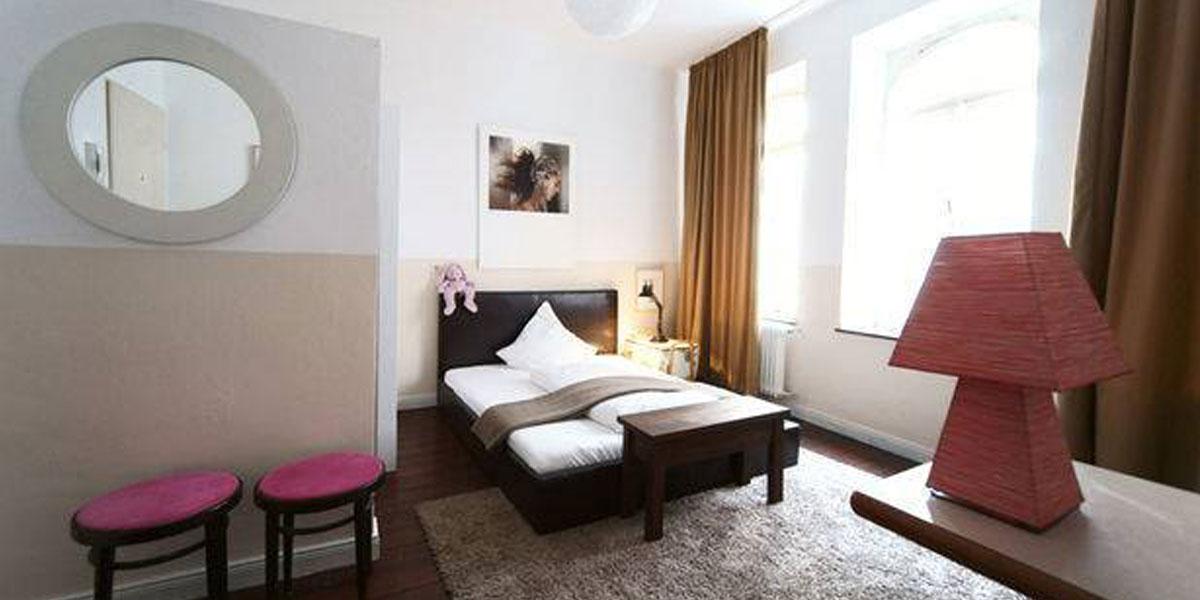guapo travel network for gays friends. Black Bedroom Furniture Sets. Home Design Ideas